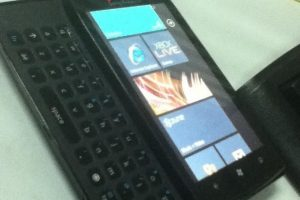 Protótipo da Sony de Windows Phone 7 com teclado Qwerty completo e físico embutido, mas que nunca chegou ao mercado