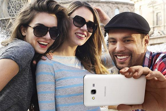 Samsung lança smartphone com câmera frontal de 5mpx para concorrer com o Lumia 730