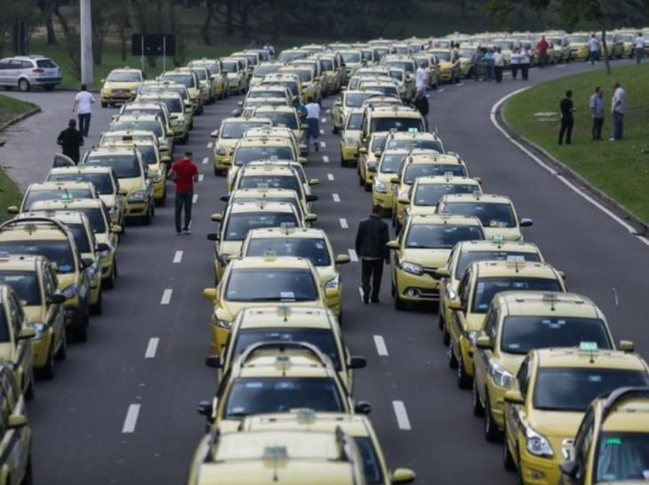 Protesto de taxista contra  o Uber no Rio de Janeiro.