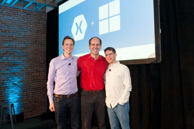 Da esquerda para a direita: Nat Friedman, CEO e co-fundador da Xamarin; Scott Guthrie, vice-presidente executivo da Microsoft Cloud e Grupo de Empresas; e Miguel de Icaza, CTO e co-fundador da Xamarin.