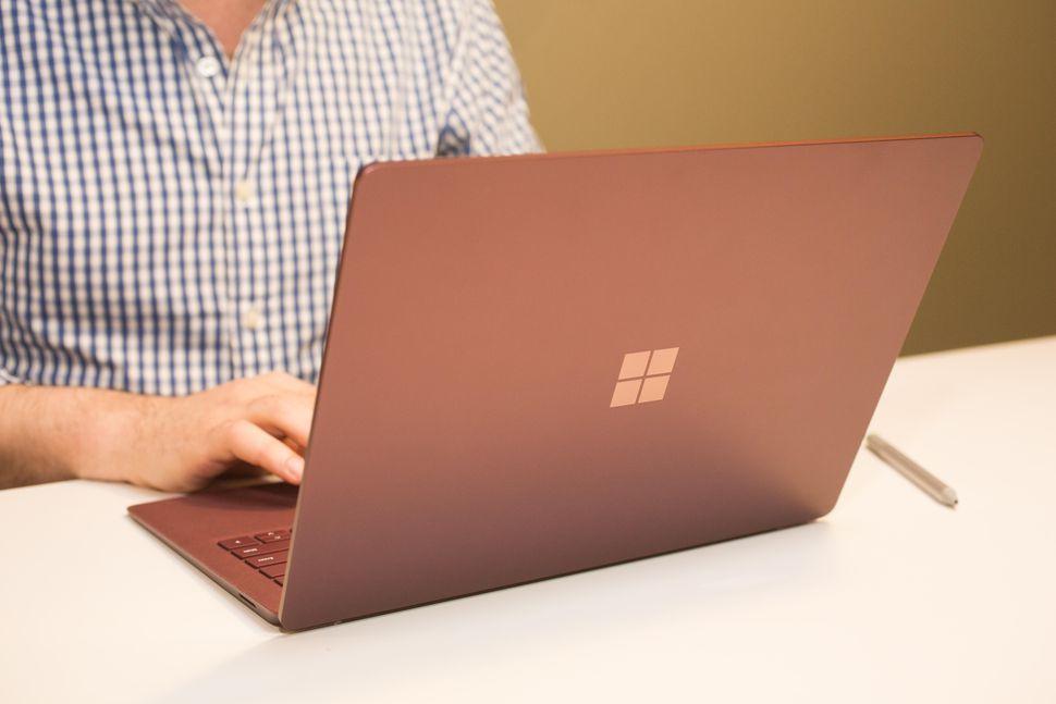 Microsoft libera atualização de firmware para dispositivos Surface contra os bugs Meltdown e Spectre
