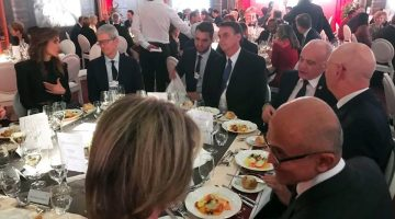 Presidente Bolsonaro janta com Satya Nadella em Davos