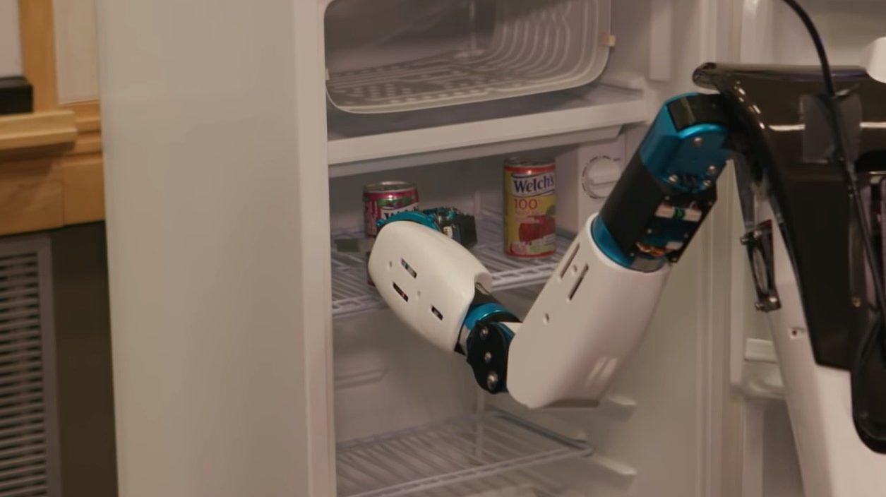 Microsoft cria robô que pega coisas para você na geladeira
