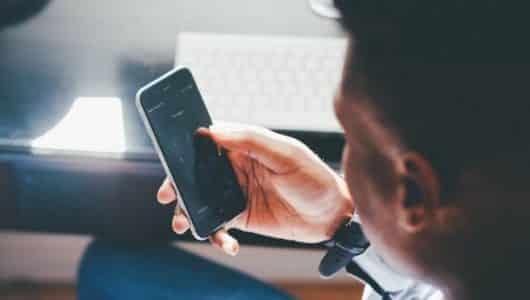 Preços de smartphones disparam 266%, mesmo com queda no consumo