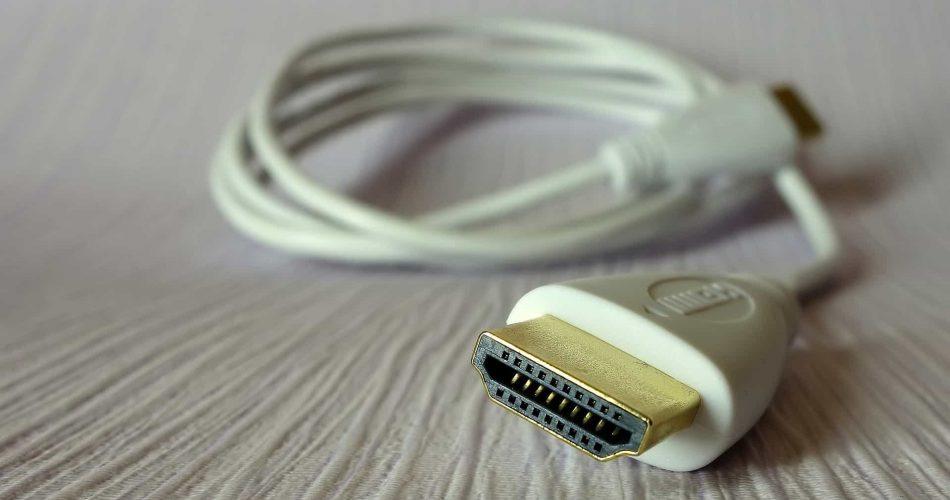 Veja como utilizar cabos HDMI para conectar à TV ao seu celular - Foto: Reprodução/Help Desk Geek