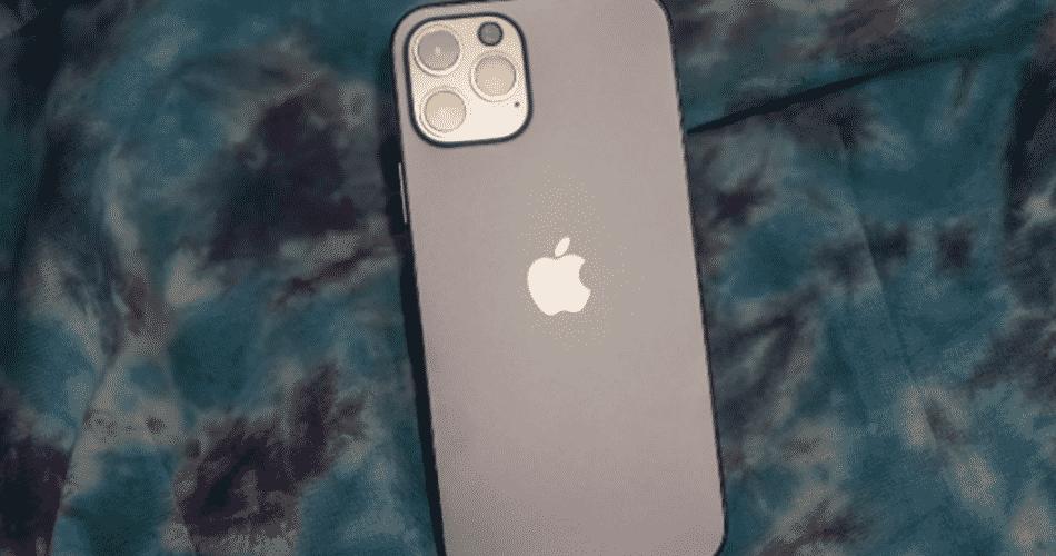 O iPhone 12 pode ter o recurso de carregamento sem fio reverso oculto