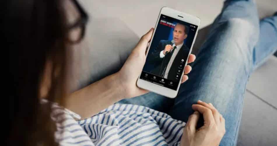 Netflix criou um clone do TikTok que permite que as pessoas viagem através de clipes engraçados