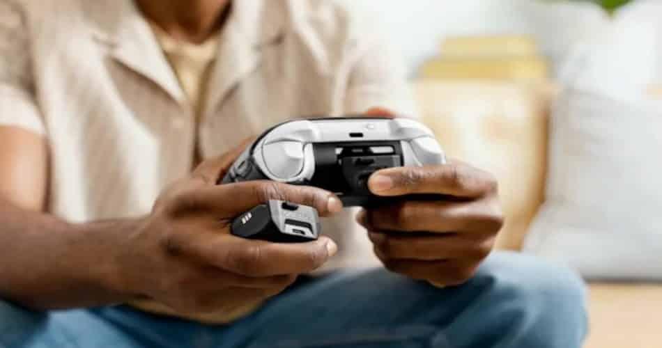 Otterbox fez uma bateria para o controle do Xbox que pode ser trocada no meio do jogo!