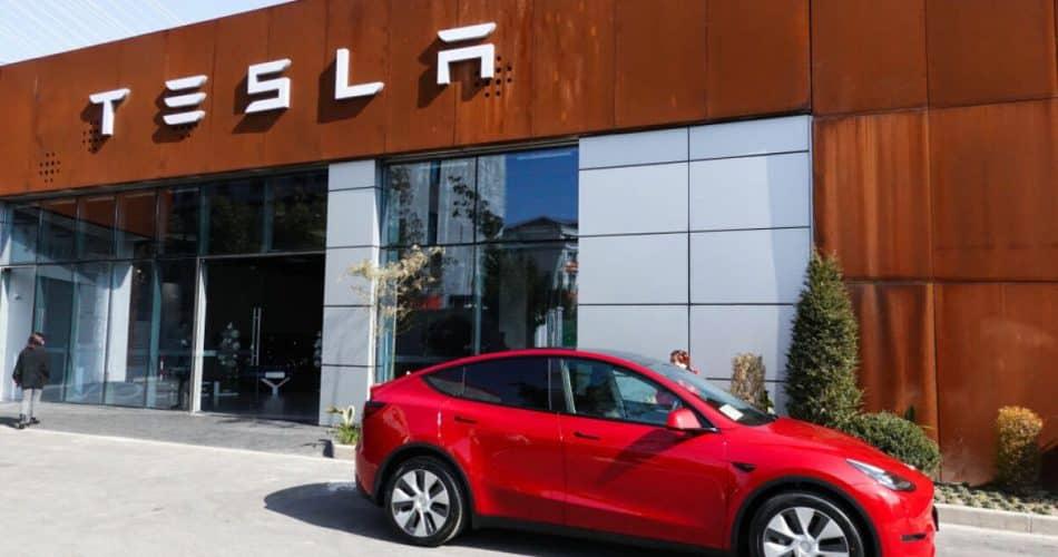 Tesla faz recall de 285.000 carros, desta vez por causa de um software com defeito!