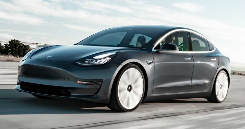 Tesla Model 3 flagrado enfrentando enchentes na China!