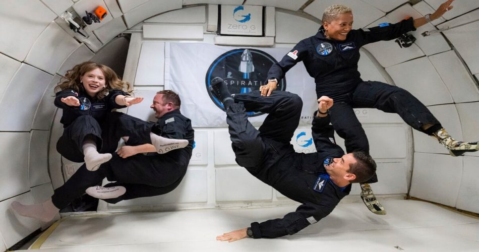 """Astronautas """"muito comuns"""" se preparam para um lançamento extraordinário no espaço"""